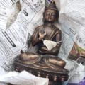 Tibetische Buddhastatue aus Messing – Amoghasiddhi Buddha Statue | Foto: konsensor.de