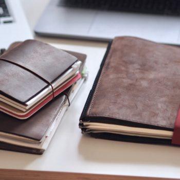 Der Roterfaden Taschenbegleiter und die Midori Traveller's Notebooks | Foto: konsensor.de